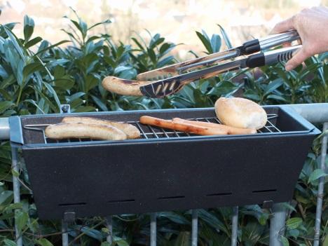 Barbecue de terrase en fonctionnement