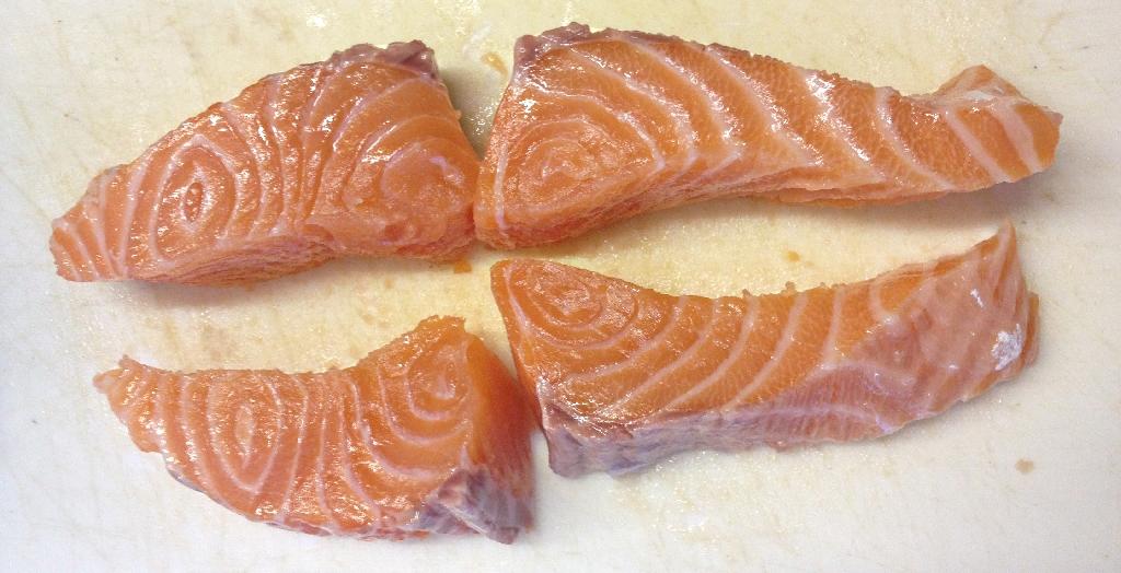 Pavé de saumon coupe en quatre
