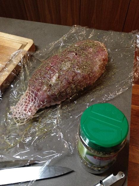 Roti de porc avec des herbes de provence